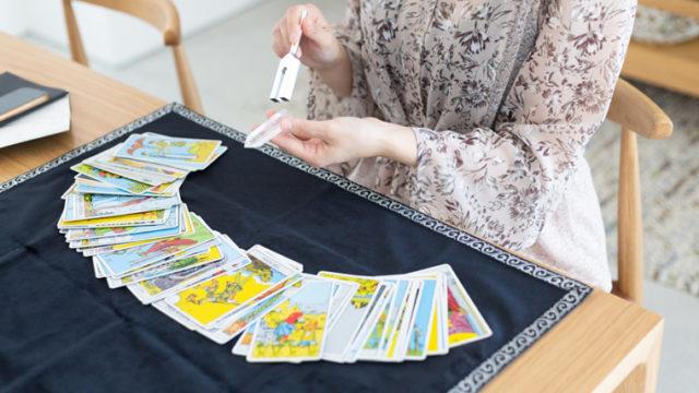 タロットカードのお手入れ!タロットカードを浄化するための3つのアイテム!